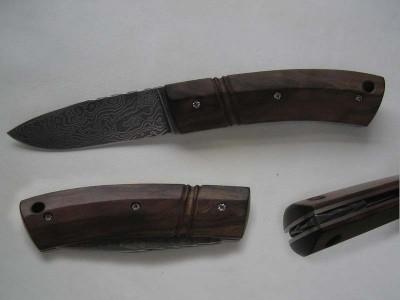 Couteau pliant 2 clous lame damas ; platines inox plaquettes noyer